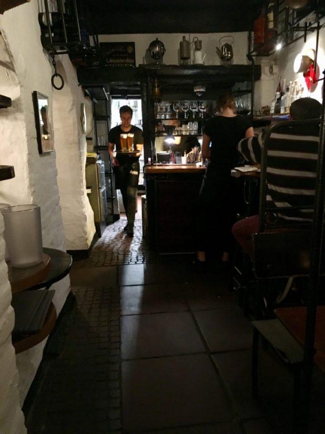 Flammkuchen hygge og højt humør i die Weinstube i Krusehof.