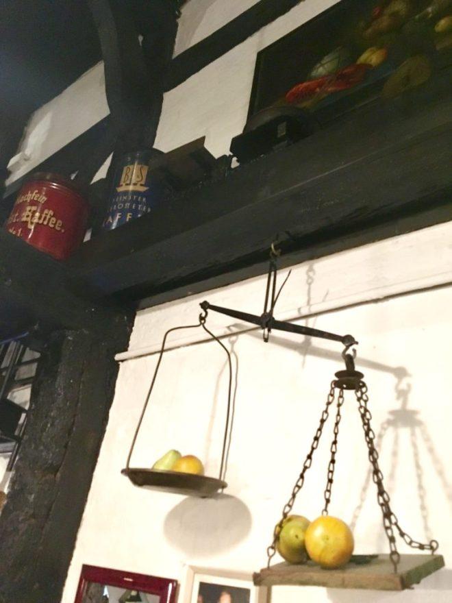 Flammkuchen hygge og højt humør i die Weinstube i Krusehof
