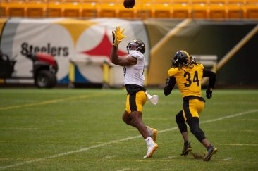 Pittsburgh Steelers wide receiver JuJu Smith-Schuster (19) trains at Heinz Field during the Steelers 2020 Training Camp, Thursday, Aug. 18, 2022 in Pittsburgh, PA. (Caitlyn Epes / Pittsburgh Steelers)