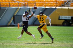 Pittsburgh Steelers running back Anthony McFarland Jr. (26) and Pittsburgh Steelers linebacker Devin Bush (55) train at Heinz Field during the Steelers 2020 Training Camp, Friday, Aug. 19, 2022 in Pittsburgh, PA. (Caitlyn Epes / Pittsburgh Steelers)