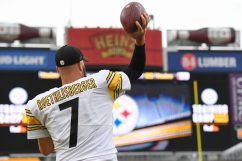 Pittsburgh Steelers quarterback Ben Roethlisberger (7) trains at Heinz Field during the Steelers 2020 Training Camp, Friday, Aug. 28, 2020 in Pittsburgh, PA. (Karl Roser / Pittsburgh Steelers)