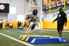 Pittsburgh Steelers running back Benny Snell Jr. (24) trains at the UPMC Rooney Sports Complex during the Steelers 2020 Training Camp, Tuesday, Aug. 25, 2020 in Pittsburgh, PA. (Karl Roser / Pittsburgh Steelers)
