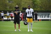 Pittsburgh Steelers Quarterback Coach Matt Canada and Pittsburgh Steelers tight end Eric Ebron (85) practice at the UPMC Rooney Sports Complex preparing for a Week 1 matchup against the New York Giants, Saturday, Sept. 12, 2020 in Pittsburgh, PA. (Caitlyn Epes / Pittsburgh Steelers)