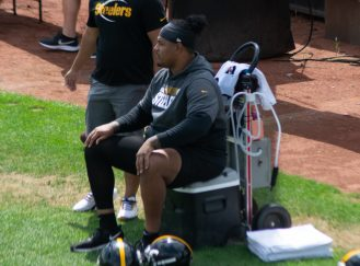 Injured right tackle Zach Banner watches practice on Monday, Aug. 30, 2021. -- Alan Saunders