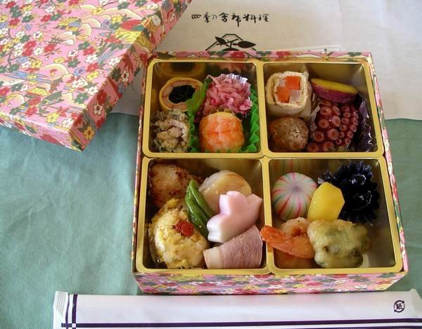 Hanami_bento_by_Blue_Lotus.jpg