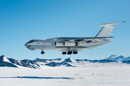 plane-landing-in-antarctica.jpg