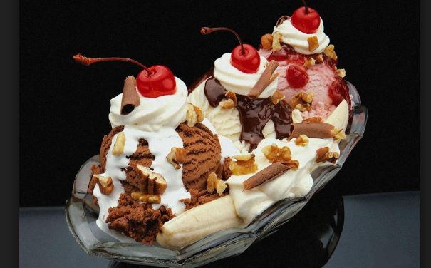 Absurdity-Sundae-Cream-top-10-Expensive-Ice-Creams-2016-2017.jpg
