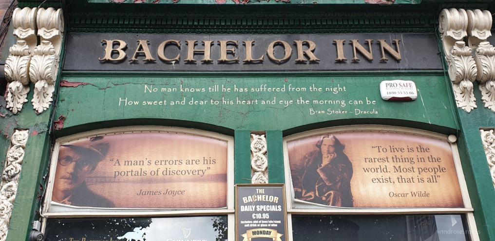 """""""Bachelor in – me out"""", nehme ich mir fest vor – doch ungeachtet dessen wird das """"Bachelor"""" mein Stammlokal für die folgenden Tage…"""