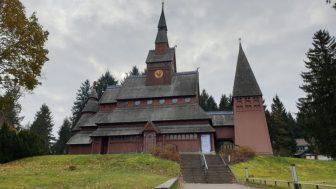 Die Stabkirche nach norwegischem Vorbild