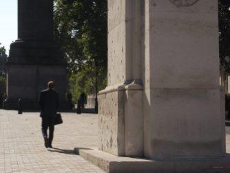 Häufiges Bild in London - der Anzugträger mit Aktentasche