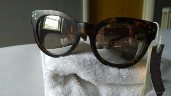 Sonnenbrille :-) angeblich soll es in London keine geben...