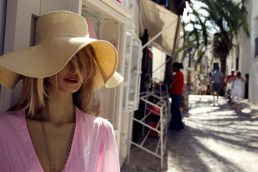 Mannequin with floppy hat