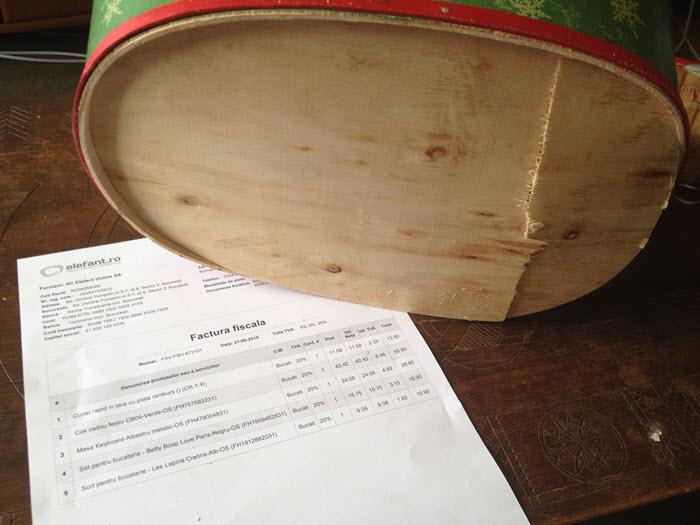 cos din lemn cu fundul spart de la cosul cu bunatati