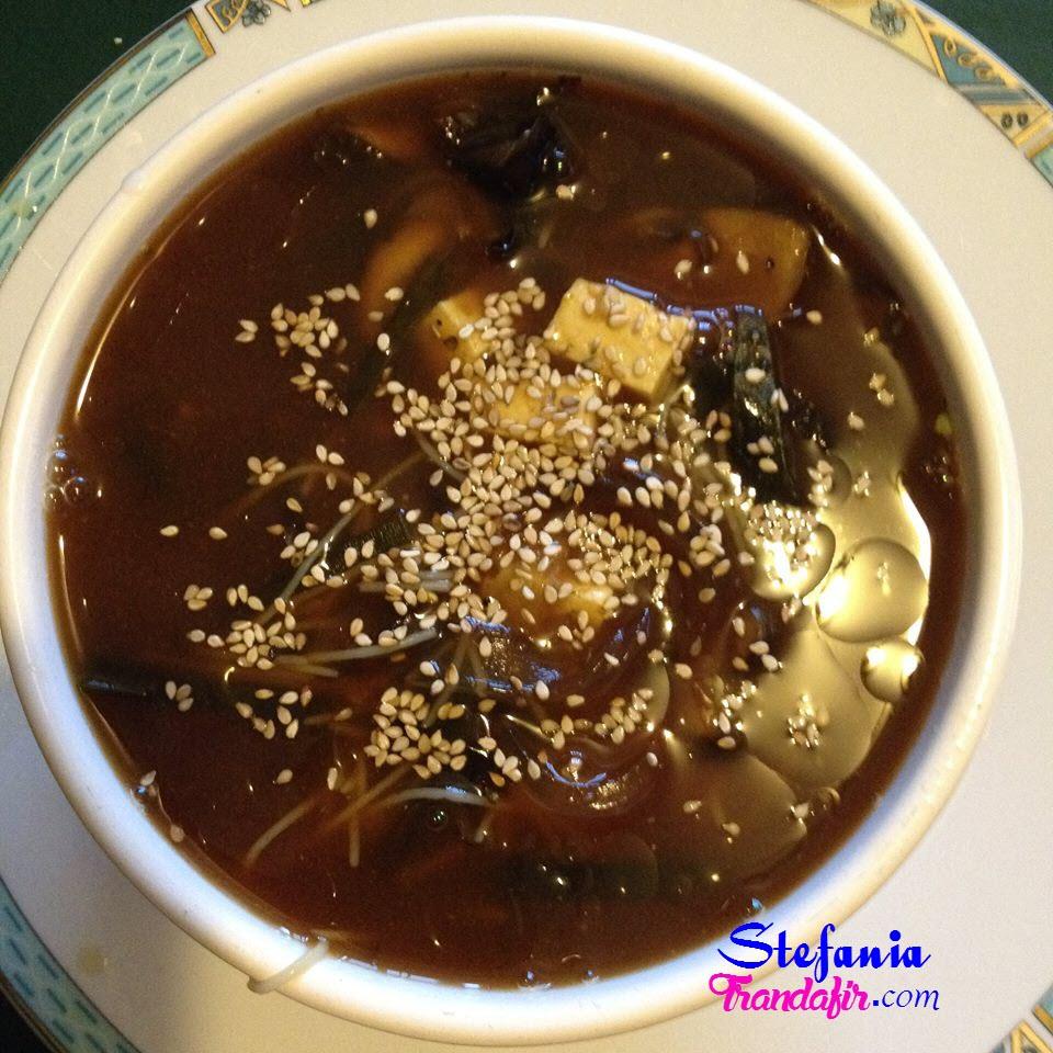 supa miso cu legume crude si tofu