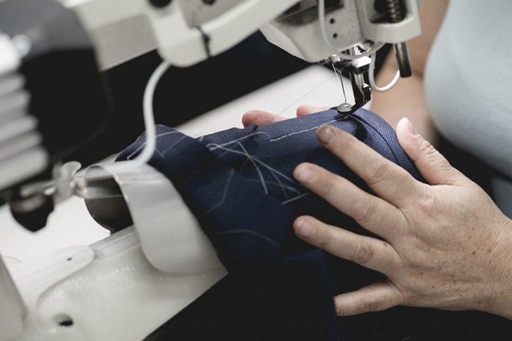 Lavorazione con la macchina da cucire