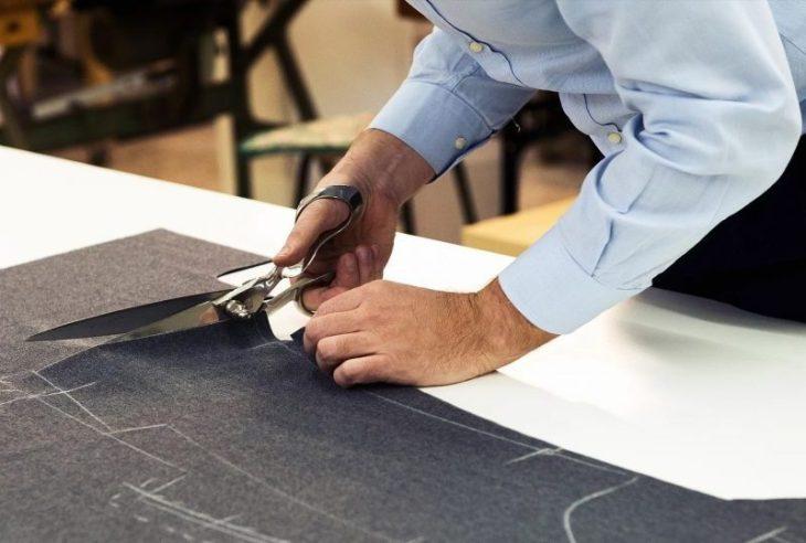 Taglio manuale del tessuto