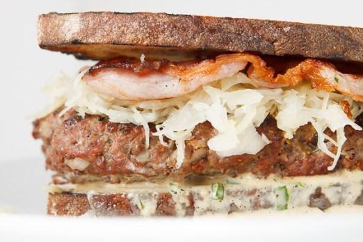 The Reuben Burger | © Uwe Spitzmüller