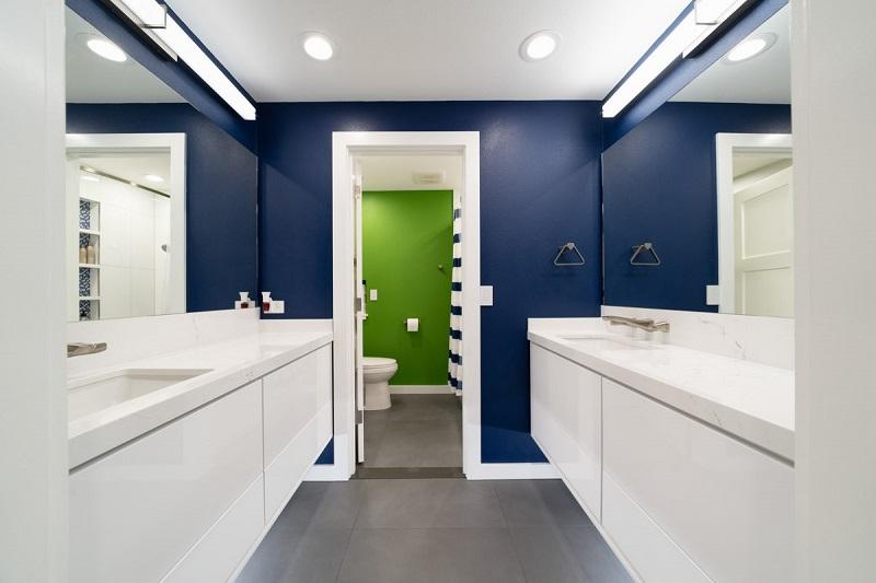 2nd bathroom with Blue walls