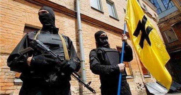 Azov-brigaden med SS-runen Wolsangel