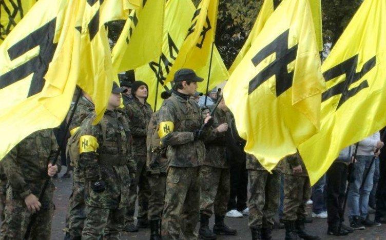 Azov-brigaden under SS-runen wolfsangel