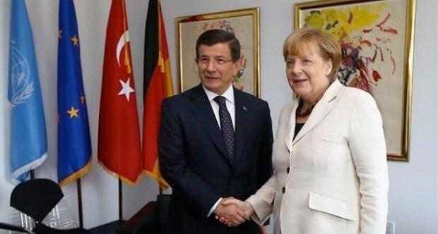 Angela Merkel og Ahmed Davutoğlu lagde et eget dokument til EU-toppmøtet