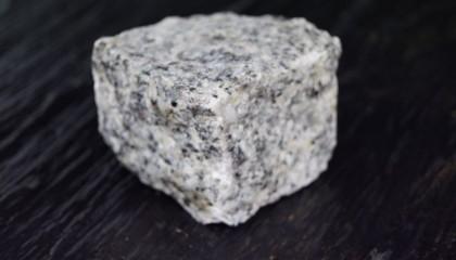 Pflastersteine – Granit hellgrau mittelkorn 4x6cm