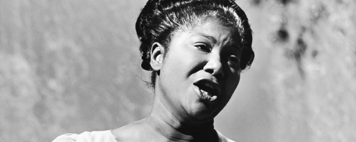 Mahalia Jackson Sings