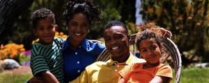 (family photo) ; www. daretobeking.net