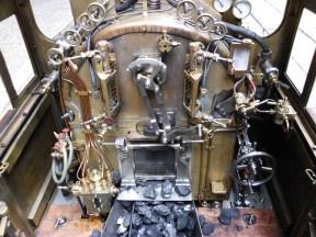 Führerstand der Lokomotive der BR 99