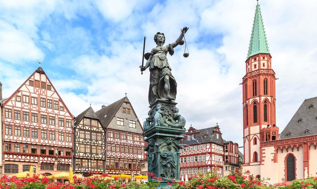 Die Justitia auf dem Römerberg in Frankfurt