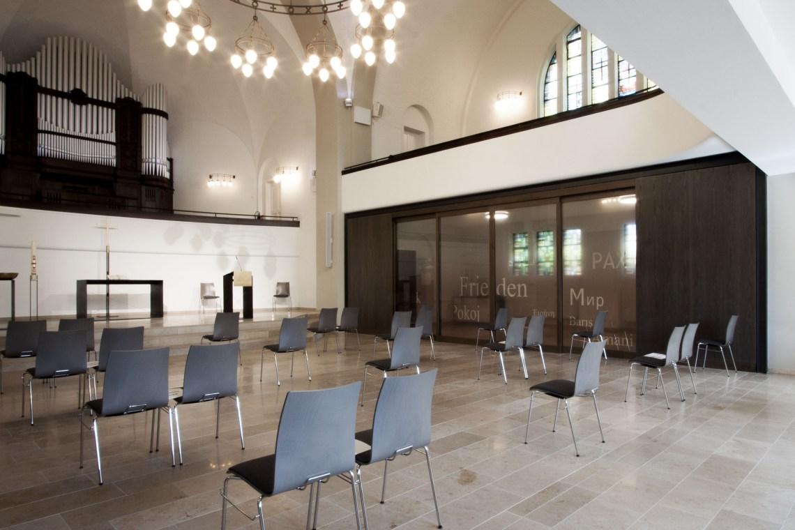 Kircheninnenraum_Trennwand_Pauluskirche