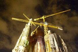 Maintenance work at La Sagrada Familia.
