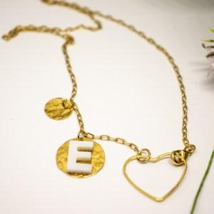 collier sur chaine coeur en fil fin et initiale