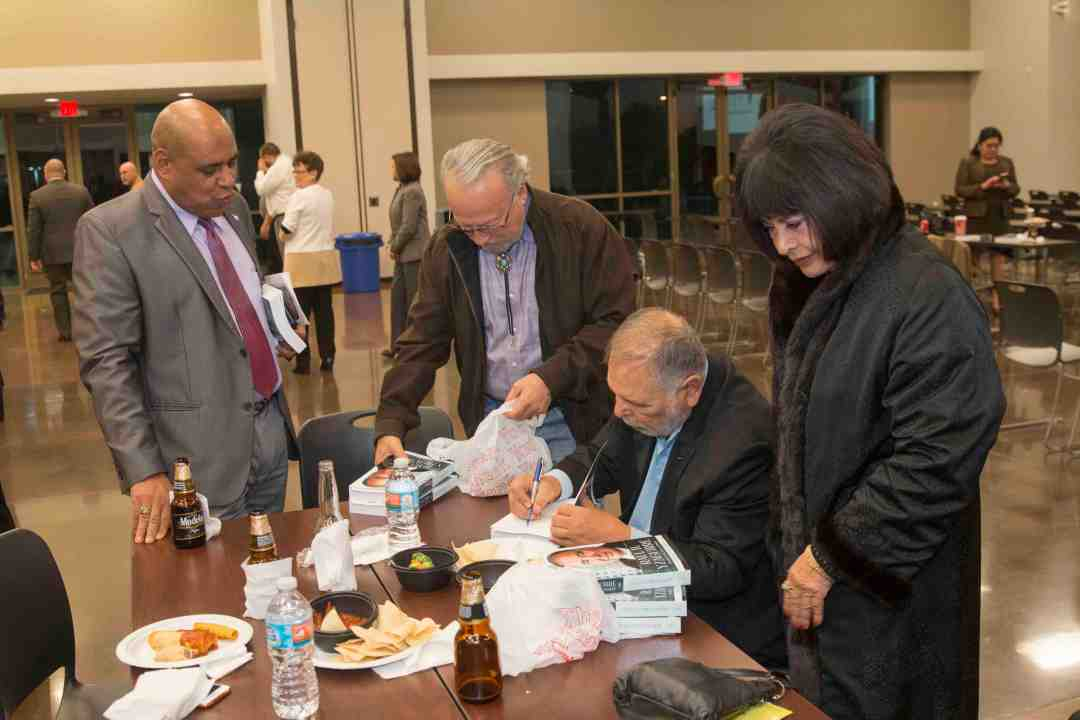 x Raul Yzaguirre Book signing Photo by Phil Soto 147
