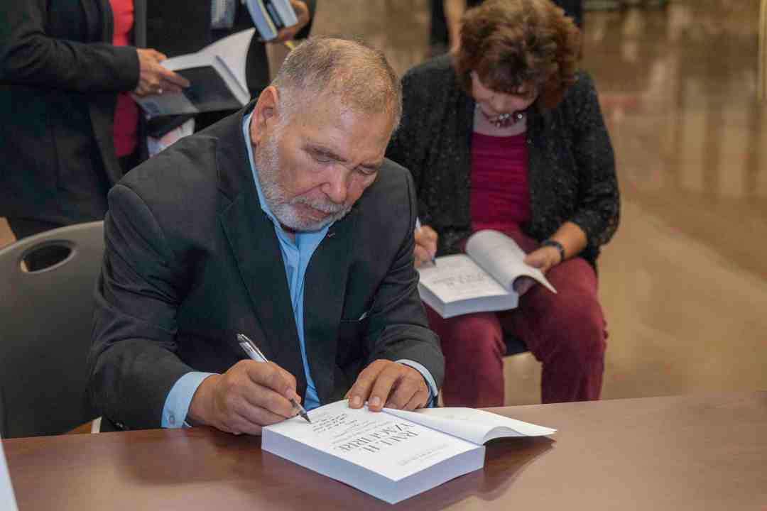 x Raul Yzaguirre Book signing Photo by Phil Soto 708