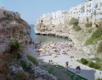 Massimo-Vitali_-Polignano-a-Mare_-Puglia_-photograph_-2011_-courtesy-of-the-artist-and-Benrubi-GalleryINT