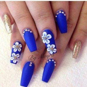 Modele de unghii albastre