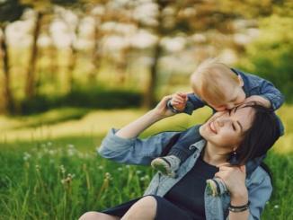 Manutele blande de copil vindeca cel mai bine ranile mamei