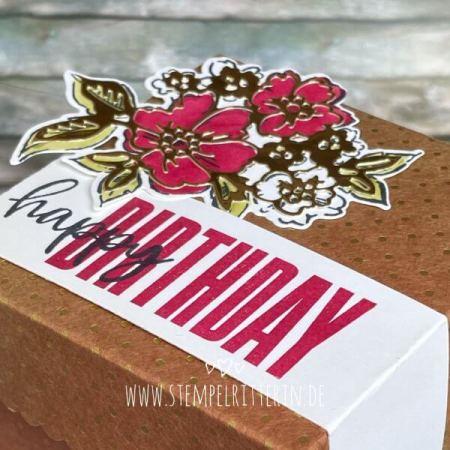 Happy Birthday mit Blumen