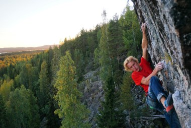 Kristoffer Lindbäck climbing his home crag Niemisel, Autumn and the trees are turning yellow and orange, Route Rich Marcus