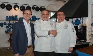 Formanden for Køkkenchefernes Forening i Danmark, Uffe Nielsen, flankeret af sine to medarrangører af den nordiske kokkekongres i Aalborg, Jimmy Pedersen (t.v.) og Dennis Rafn, der også begge er bestyrelsesmedlemmer.