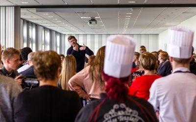 VM-kok følte sig hjemme blandt lidt benovede elever
