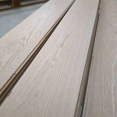 dal legno grezzo al pavimento finito