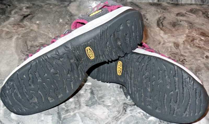 KEEN Whisper Sandals For Women Magnet-Sangria