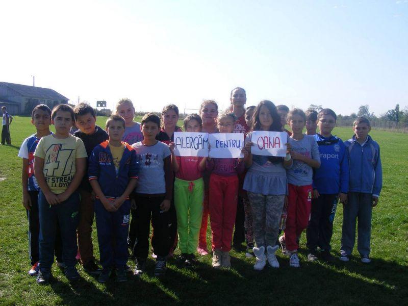 60 de Elevi aleargă pentru o Cauză Umanitară alături de Profesoara lor