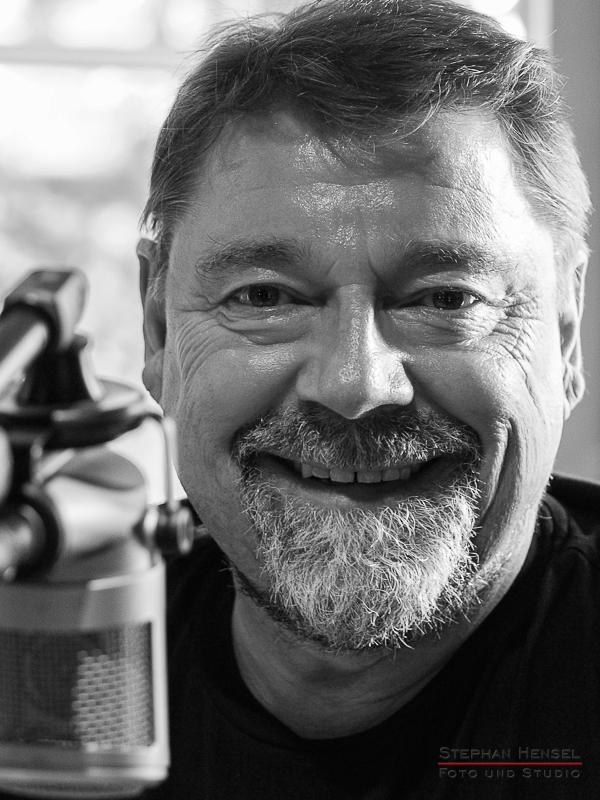 Jürgen von der Lippe im Studio bei Stephan Hensel, Portraitfotograf: Stephan Hensel