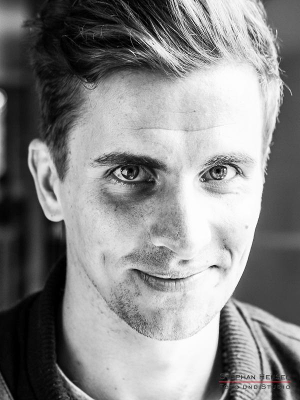 Julian Sengelmann im Studio bei Stephan Hensel, Portraitfotograf: Stephan Hensel