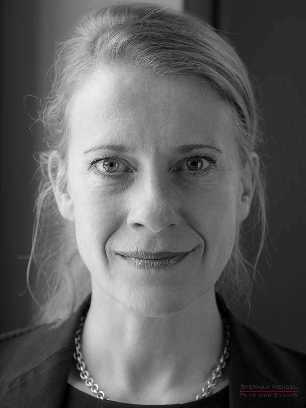 Caroline Peters im Studio bei Stephan Hensel, Portraitfotograf: Stephan Hensel
