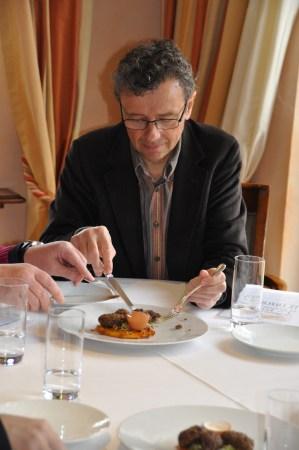 Gérard Rabaey en pleine dégustation
