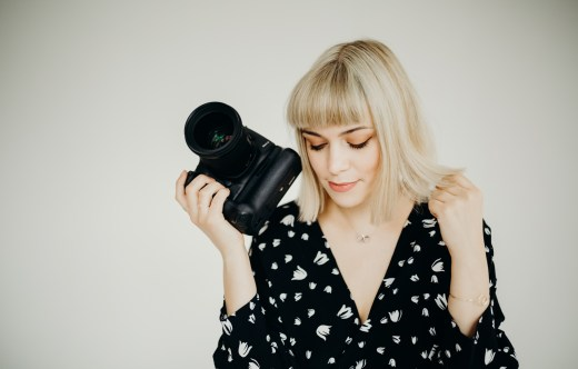 Stephanie Louise Green a female photographer in London holding Canon 5D markiii